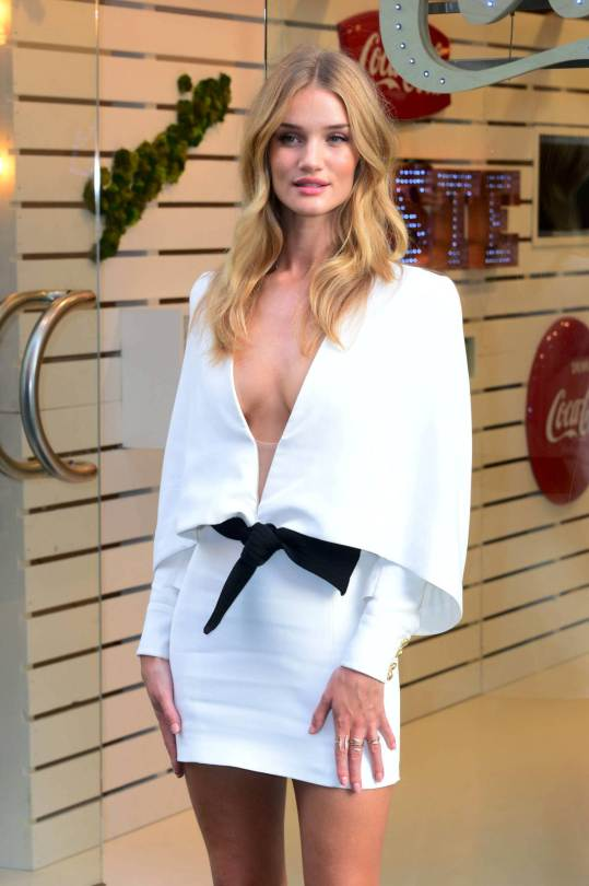 Rosie Huntington-Whiteley looks extremely Hot in white