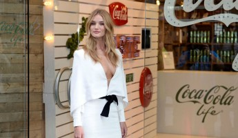 Rosie Huntington-Whiteley looks extremely Hot in white-popopics
