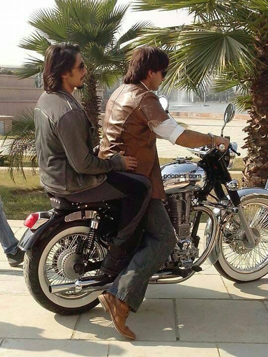 ali-zafar-and-ranveer-singh-on-bike-set of-kill-dil