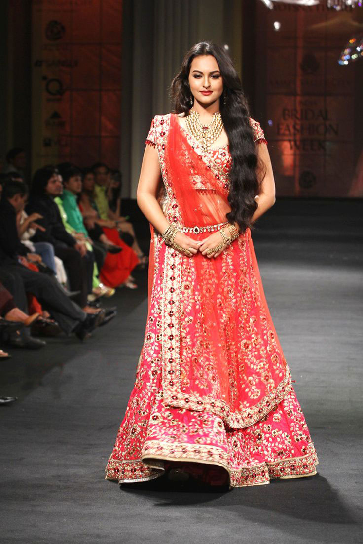 Bollywood divas in chaniya choli popoblog - Dressing modellen ...
