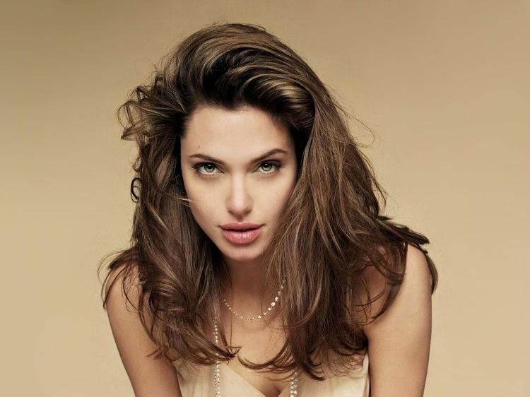 10Angelina-Jolie
