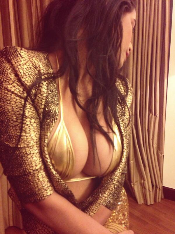 600x800x20-Hot-Sexy-Seductive-Poonam-Pandey-Topless-Twitter-Photo-13.jpg.pagespeed.ic.mgFrtGvKC2