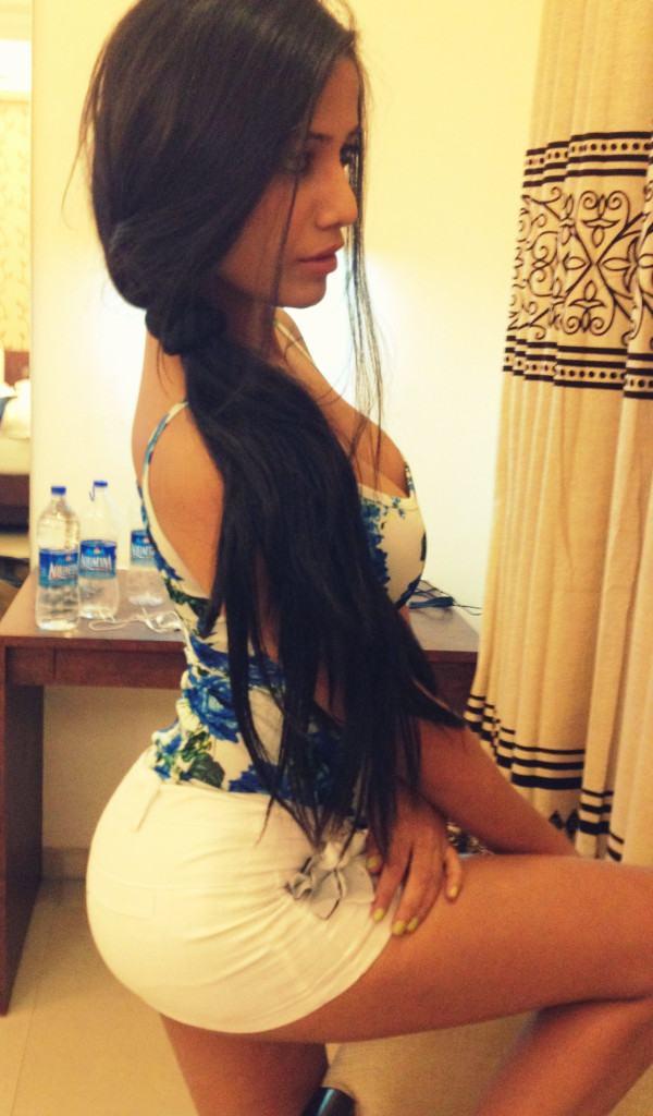 90434_Poonam-Pandey-Latest-Hot-Twitter-Pics_600x1024