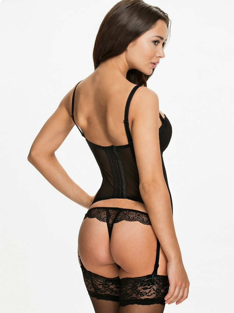Amy-Jackson-Hot-Bikini-Stills-03