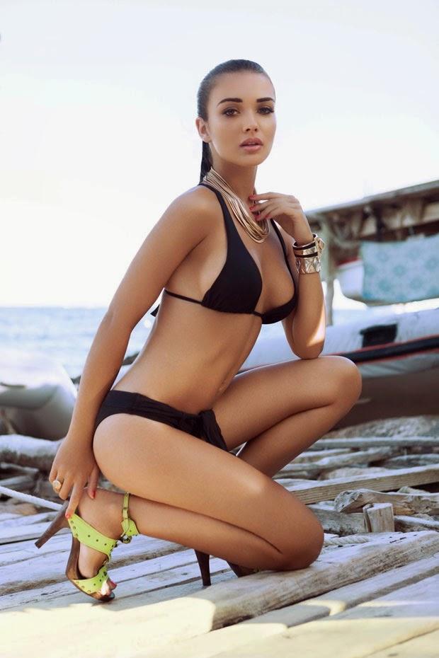 Amy Jackson Smoking Spicy Bikini Photo Shoot Photos (1)