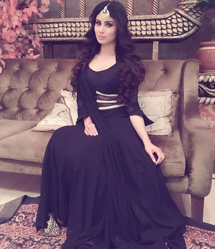 This Instagram Pics of Mouni Roy Will Make You FalI In Love With Her