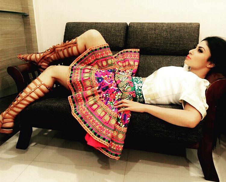 Selena gomez cleavage photoshoot 2013 - 2 part 2